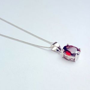 925 Silver and Garnet Stone Pendant Necklace NWOT